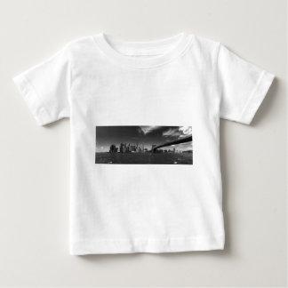 Panoramisches Schwarz-weißes Brooklyn Baby T-shirt