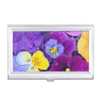 Pansy-Blumen, die in Vogelbad mit Tau 2 schwimmen Visitenkarten Dose