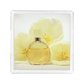 Parfüm u. weiche gelbe Blumen Acryl Tablett