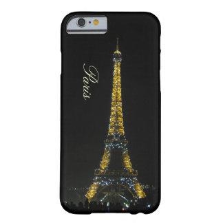 Paris, Eiffelturm am Nachtfall Barely There iPhone 6 Hülle