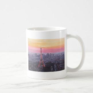 Paris-Eiffelturm an der Dämmerung Kaffeetasse
