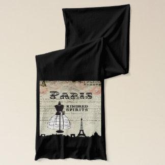 Paris und I Schal