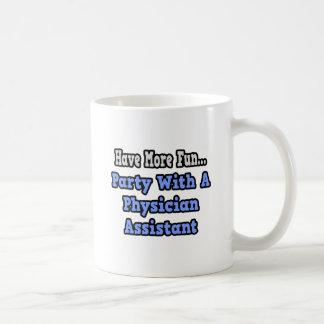Party mit einem Arzt-Assistenten Kaffeetasse
