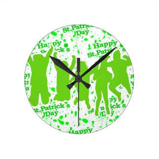 Party-Plakat St. Patricks Tages Runde Wanduhr
