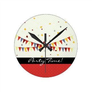 Party-Zeit! Runde Wanduhr
