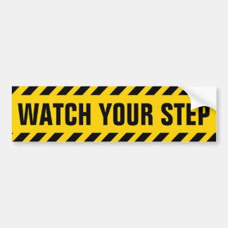 Passen Sie Ihr Schritt-Vorsicht-Zeichen auf Autoaufkleber