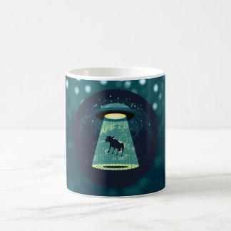 Passen Sie UFO auf Kaffeetasse