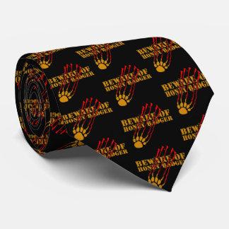 Passen Sie vom Honigdachs auf Krawatte