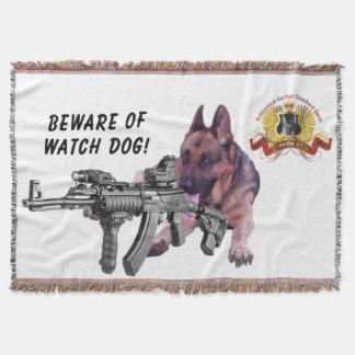 Passen Sie vom Schäferhund-Schutz-Hund auf Decke