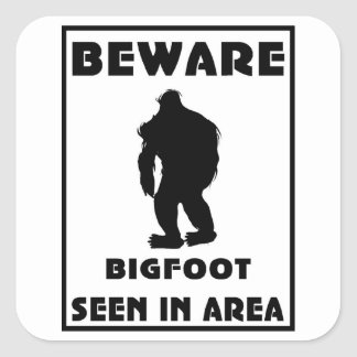 Passen Sie von Bigfoot-Plakat auf Quadrataufkleber