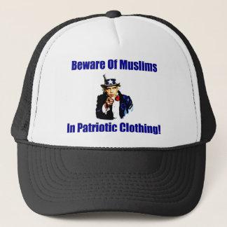 Passen Sie von den Moslems in der patriotischen Truckerkappe