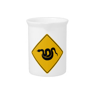 Passen Sie von den Schlangen, Warnzeichen, USA auf Getränke Pitcher