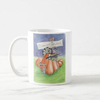 Passen Sie von der Hexe-Katze auf Kaffeetasse
