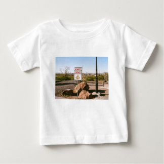 Passen Sie von der Schlange auf Baby T-shirt