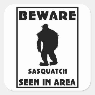 Passen Sie von Sasquatch Plakat auf Quadratsticker