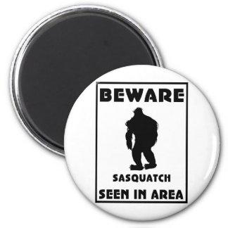 Passen Sie von Sasquatch Plakat auf Magnets
