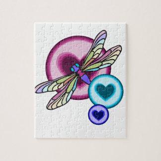 Pastell färbte Libelle mit blauem rosa und lila Puzzle