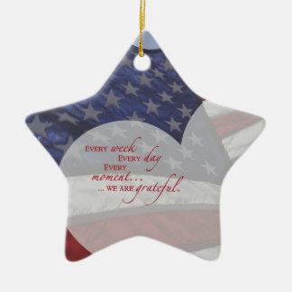 Patriotische Herz-Flagge, Militäranerkennung Keramik Ornament