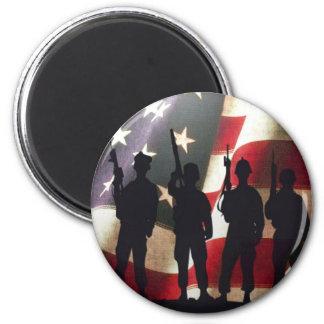 Patriotische Militärsoldat-Silhouette Runder Magnet 5,1 Cm