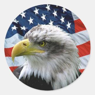 Patriotische Weißkopfseeadler-amerikanische Flagge Runder Aufkleber