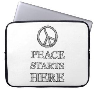 Paz schmälert fängt Hier Laptop Sleeve