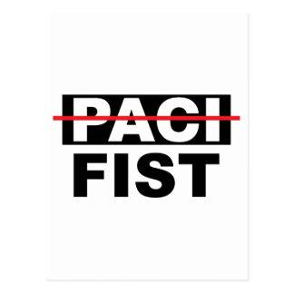 Pazifist mit der Faust Postkarte