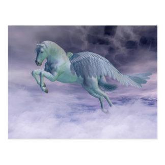 Pegasus, der durch Sturm-Wolken galoppiert Postkarte