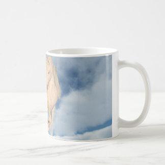 Pegasus, der unten durch Wolken schaut Kaffeetasse
