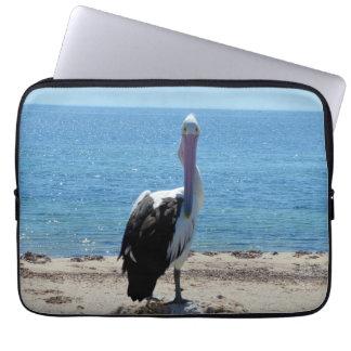 Pelikan mit dem Blick, Laptop Sleeve