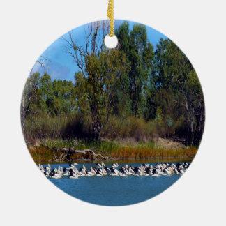 Pelikane, _Murray_River, _Australia, _ Rundes Keramik Ornament