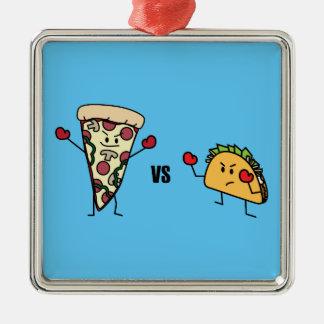 Pepperoni-Pizza GEGEN Taco: Mexikaner gegen Silbernes Ornament
