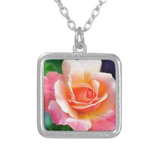 Perfekte Rose in der Blüte Versilberte Kette