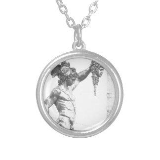 Perseus mit dem Kopf der Medusa Versilberte Kette