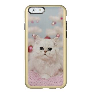 Persische Katze, die auf rosa Kissen sitzt Incipio Feather® Shine iPhone 6 Hülle