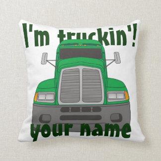 Personalisiert bin ich Truckin (Grün) Kissen