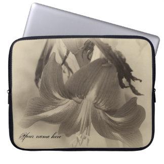 Personalisierte antike Amaryllis-Blume Laptopschutzhülle