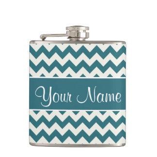 Personalisierte aquamarine blaue und weiße Sparren Flachmann