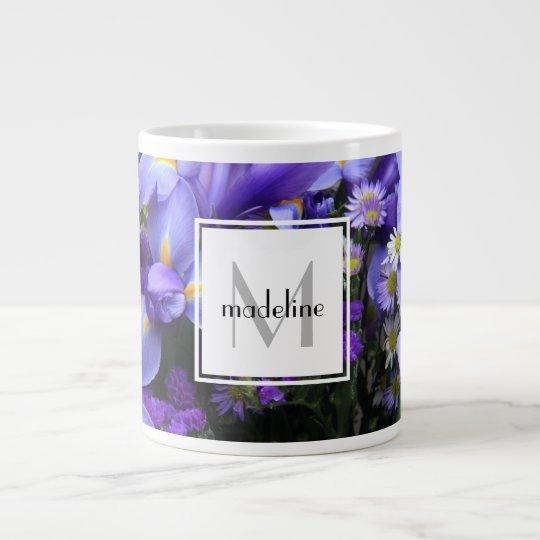 Personalisierte Blumen-, lila Iris, addiert Extragroße Tassen