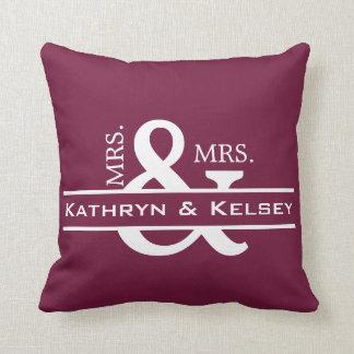 Personalisierte Frau u. Frau Purple Reversible Kissen