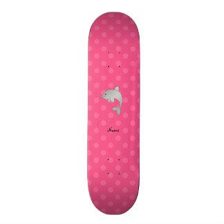 Personalisierte Namensdelphinrosa-Polkapunkte Skateboarddecks