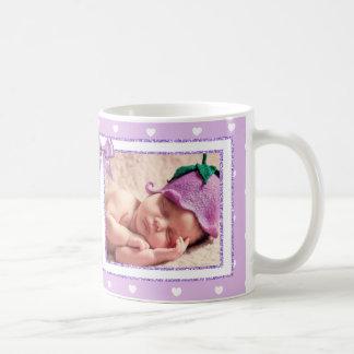 Personalisierte neue Baby-Mädchen-lila Kaffeetasse