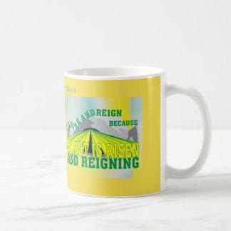 Personalisierter Christus wird gestiegen u. Kaffeetasse