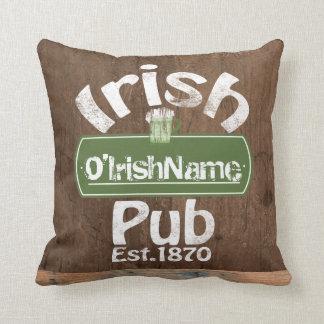 Personalisierter irischer Pub-altes Zierkissen