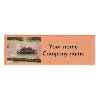 Personalisierter Namensumbau roten Namenschild