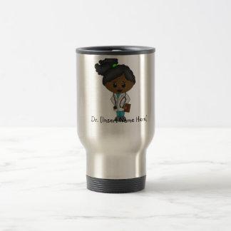 Personalisierter niedlicher Doktor Mug - schwarze Reisebecher