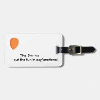 Personalisierter Spaß in dysfunktionellem Gepäckanhänger
