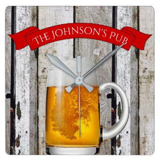 """Personalisiertes Bier Stein u. """"(Ihr Name) Pub """" Quadratische Wanduhr"""