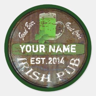 Personalisiertes irisches Pubzeichen Runde Aufkleber