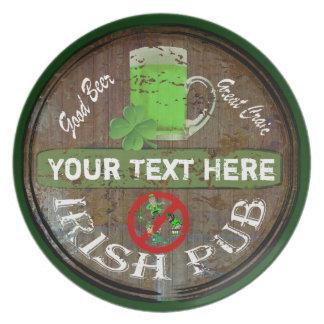 Personalisiertes irisches Pubzeichen Flacher Teller