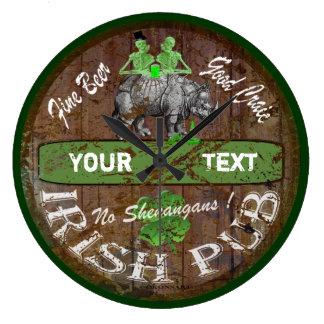 Personalisiertes irisches Pubzeichen Uhr
